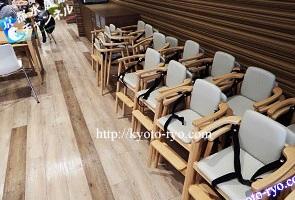 京都鉄道博物館のレストランに用意された幼児用の椅子