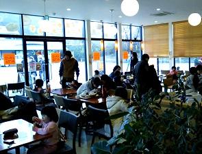 梅小路パークカフェの店内