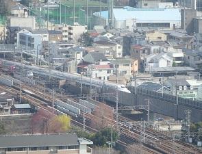 京都タワーから見える新幹線